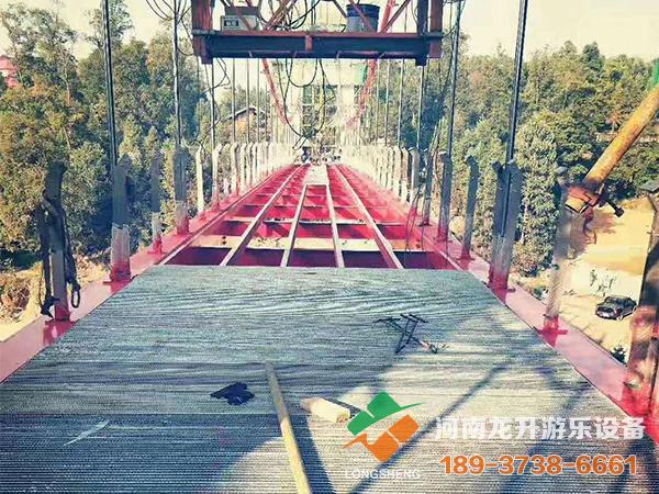 山东木头吊桥施工现场